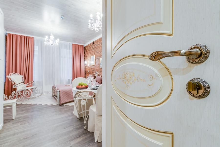 Забронировать двухместную комнату с двуспальной кроватью в центре Санкт-Петербурга