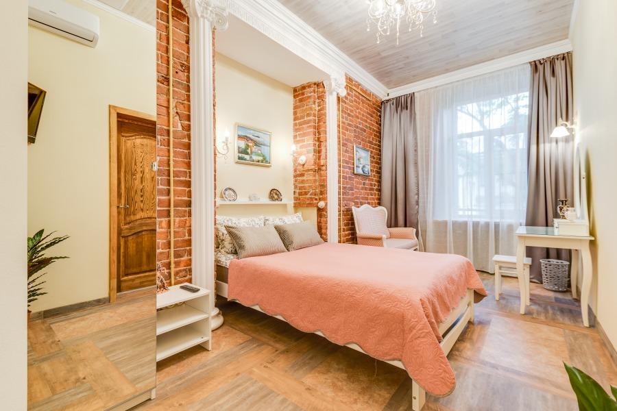 Забронировать двухместную комнату с двуспальной кроватью в центре Питера